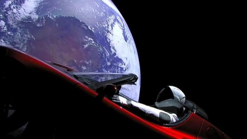 Coche de Tesla en el espacio