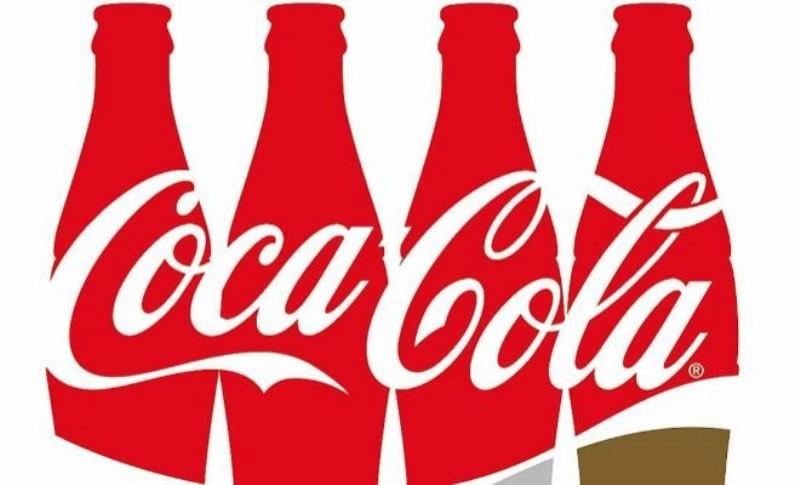 logo y botellas de coca cola